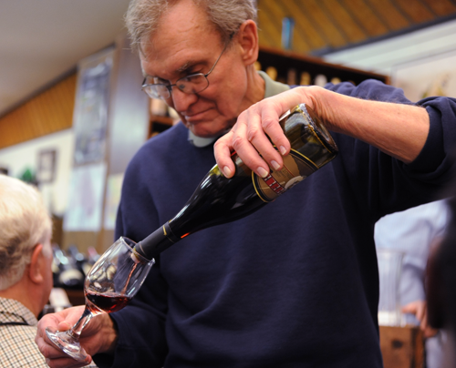 Dale pouring at the Quincy Steele Seminar in January 2016